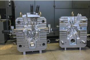 出售:汽�金�勹T造模具制造商