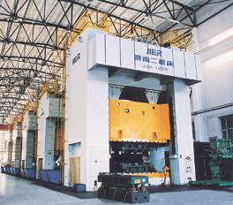 由1台J39-1200型和4台J39-500B型闭式四点单动压力机组成的大型冲压生产线