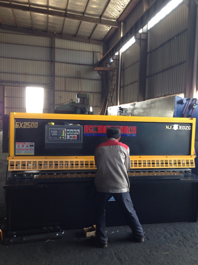 供应QC12Y系列液压摆式剪板机